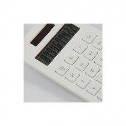 Cette calculatrice solaire et biodégradable à 100%, est fabriquée en amidon de maïs. Elle est livré dans une boîte carton recyclée et recyclable.