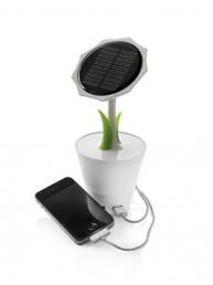 Ce chargeur solaire est beau et design avec sa forme de fleur ! Il recharge votre téléphone grâce à l'énergie solaire. Il est fabriqué en bioplastique.