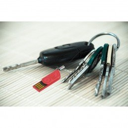 Cette mini clé USB en amidon de maïs (PLA), sans OGM et biosourcé (ressource végétale et renouvelable) est fabriquée en France ! Un objet pub écologique !
